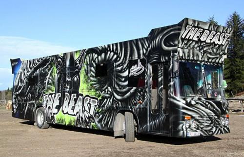 1_Gorgeous Aliens Graffiti Art Party Bus