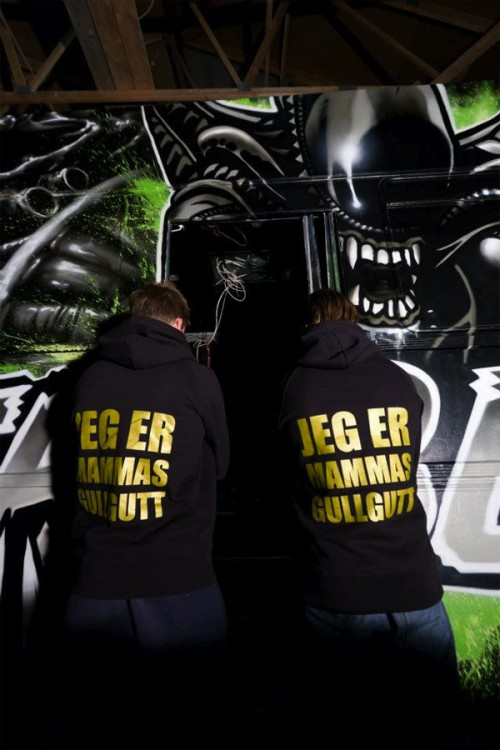 4_Gorgeous Aliens Graffiti Art Party Bus