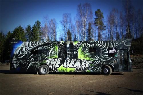 5_Gorgeous Aliens Graffiti Art Party Bus